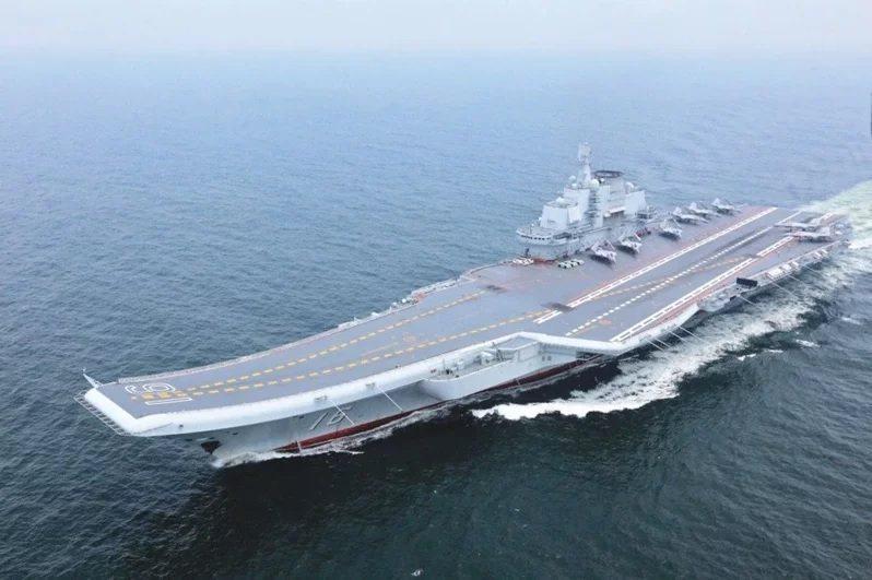 中共海軍航空母艦遼寧號。圖/新華社