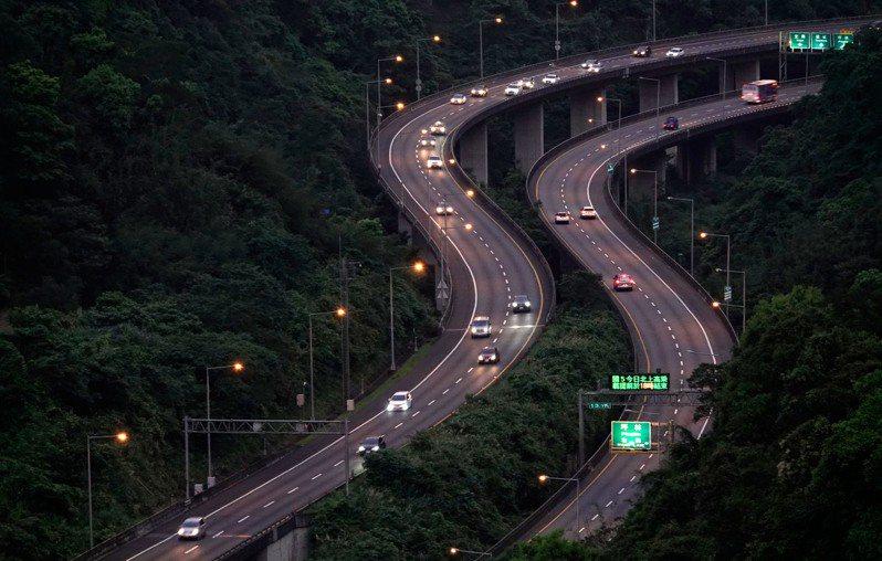 清明連假的收假日國道大致順暢,國五北向蘇澳至頭城入口高乘載管制提前在十八時結束。記者鄭超文/攝影
