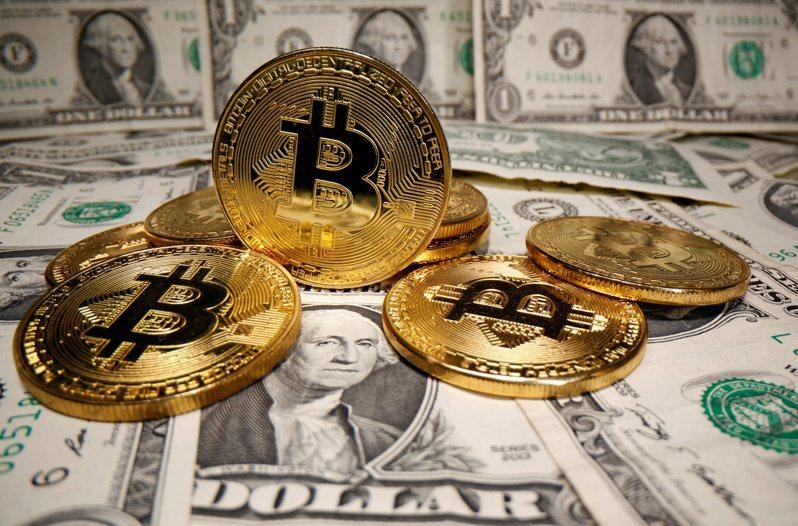 比特幣出現暴跌,金管會今(20)日再次呼籲民眾投資加密貨幣風險。示意圖/路透