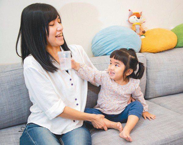 社企流創辦人林以涵曾受廣告促銷吸引,以為孩子一歲後需「銜接」成長配方,現已努力讓...