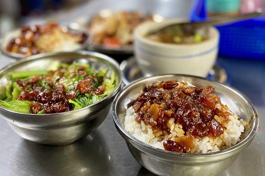 北投市場知名小吃攤矮仔財滷肉飯。  圖/泰國劉德華 攝影