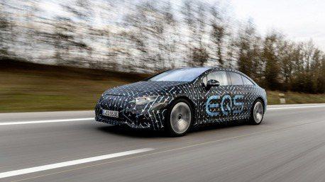 里程焦慮是什麼? Mercedes-Benz旗艦純電房車EQS可跑770公里!