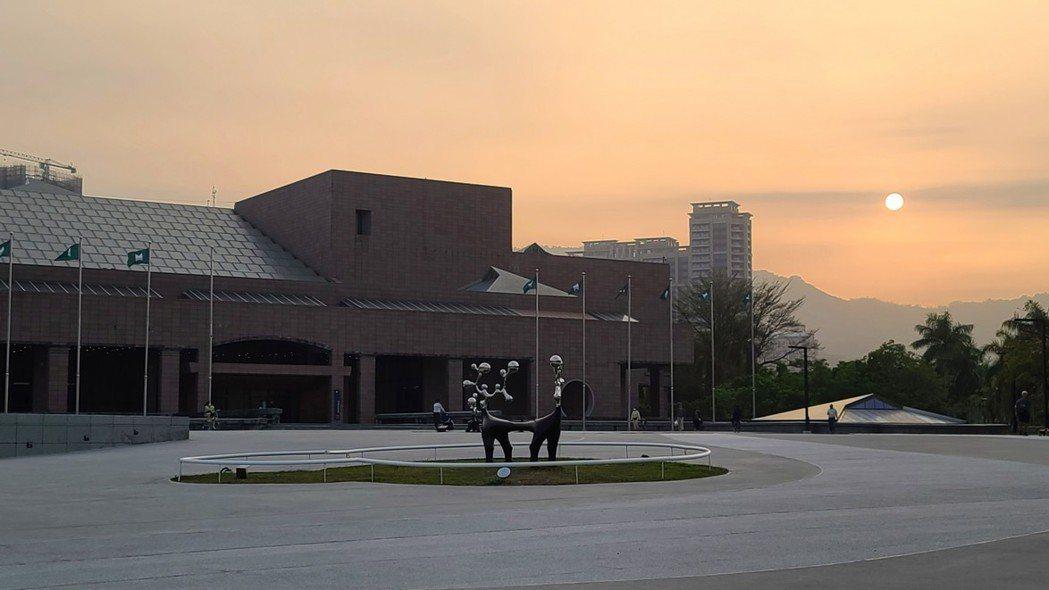 高美館在現任館長李玉玲具遠瞻性的規畫下,不但有了明確的「大南方:多元史觀美術館」...