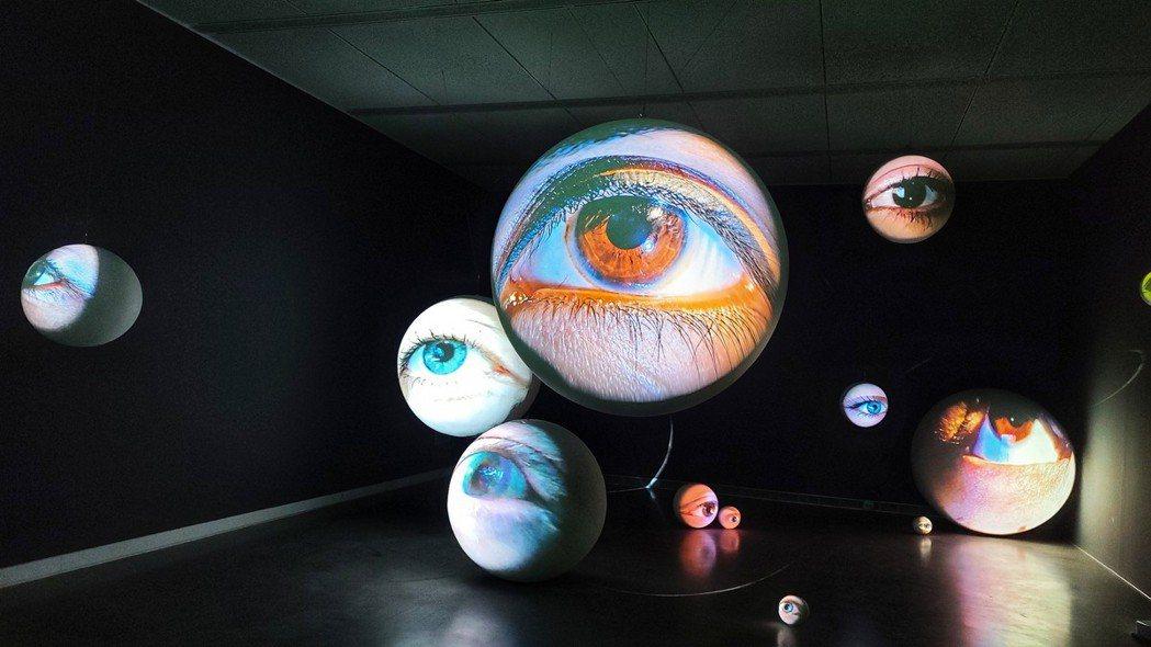 《黑盒-幻魅於形》(Black Box)展覽,是錄像藝術大師湯尼・奧斯勒在亞洲首...