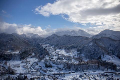 以雪國和藏王樹冰聞名的日本山形縣,境內群山和森林環繞,擁有無數的溫泉和瀑布,素有...
