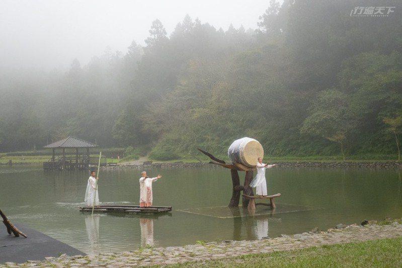 去年優人神鼓「聽海之心」造成轟動,今年夏天也將邀請來自台南的十鼓文化團隊與大自然合奏。
