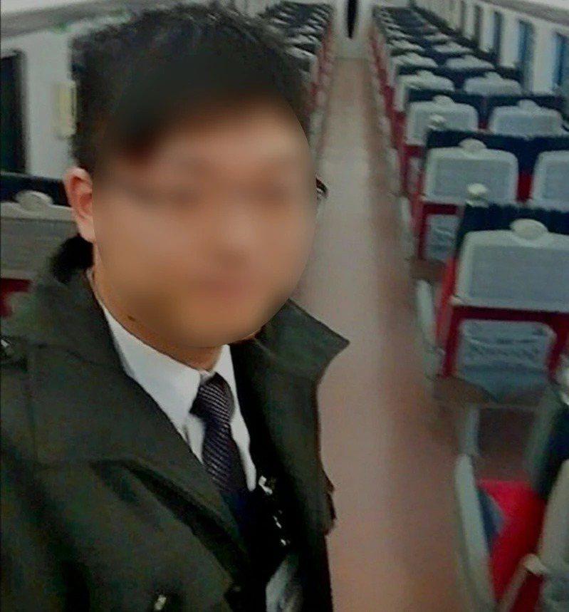 太魯閣號事故殉職司機員袁淳修的遺體火化後,明天將搭火車回台中,由同事送他最後一程...