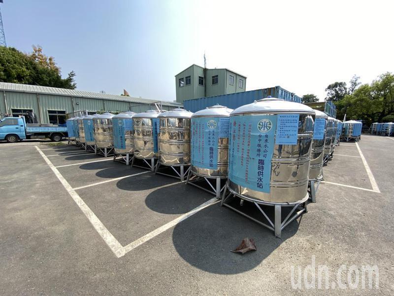 自來水公司完成台中市甲區停水區的276個臨時供水站架設。記者趙容萱/攝影