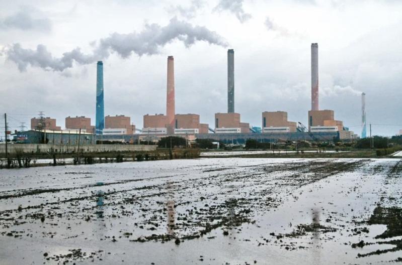 圖為中火燃煤機組發電運作情形。聯合報資料照片