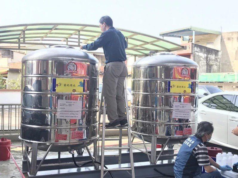寶山鄉新豐宮臨時供水站,昨天下午完成灌水作業。記者陳斯穎/攝影