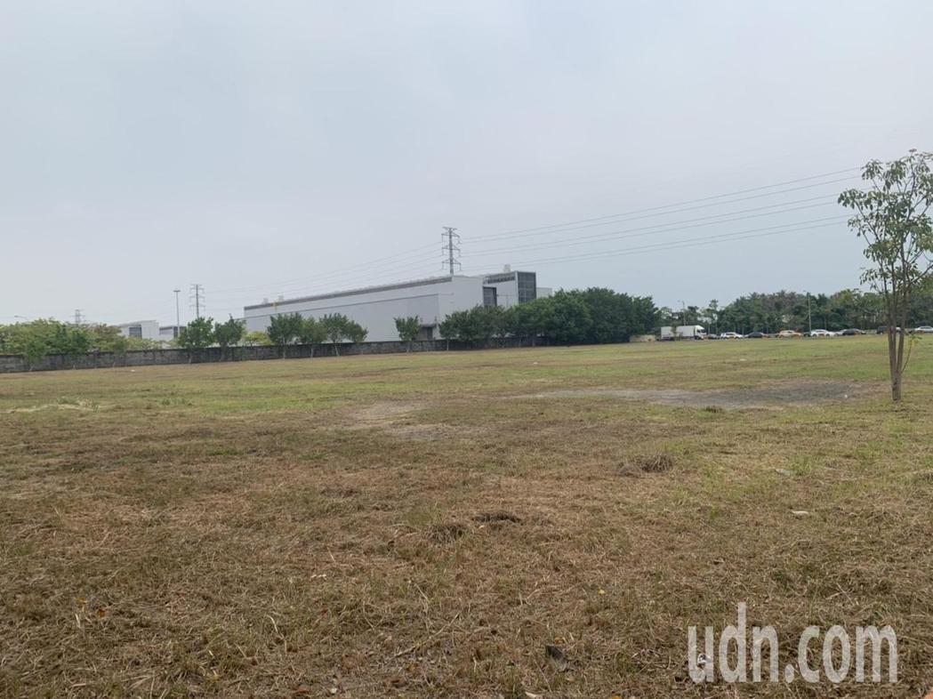 大寮捷運主機廠社會住宅預定基地緊鄰捷運大寮站2號出口,也靠近和發產業園區及大發工...