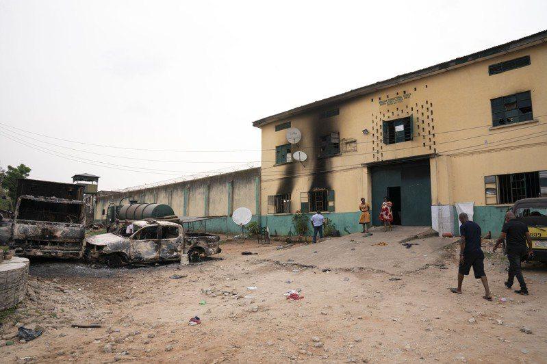 奈及利亞東南部一所監獄於當地時間5日凌晨遭到武裝分子攻擊,逾1800名囚犯逃亡。美聯社