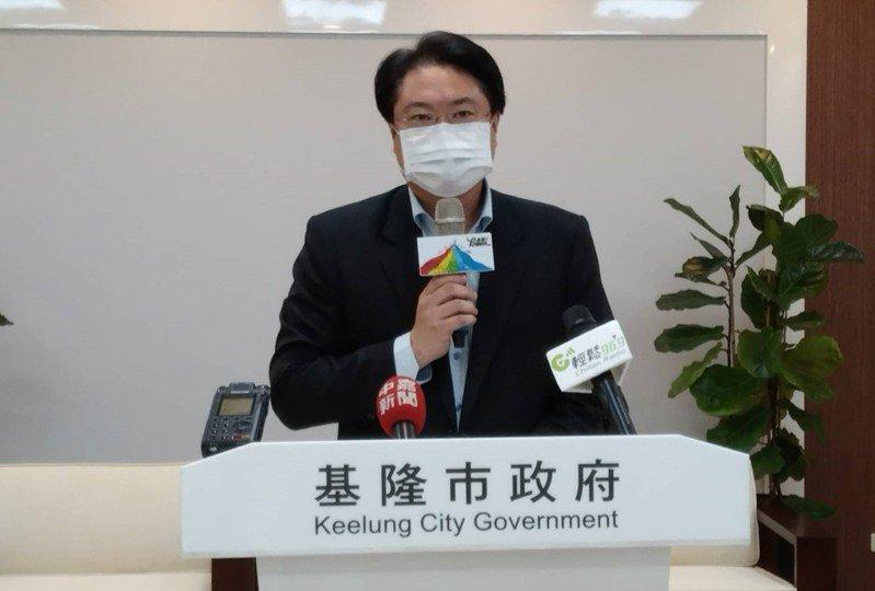 基隆市長林右昌表示,考量新冠肺炎疫情威脅仍在,今年端午節將比照去年模式停辦龍舟賽。記者邱瑞杰/攝影