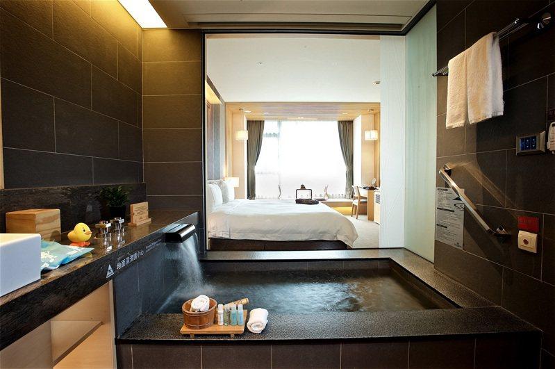 在房間即可泡暖湯,舒服度假。圖/長榮鳳凰酒店(礁溪)提供