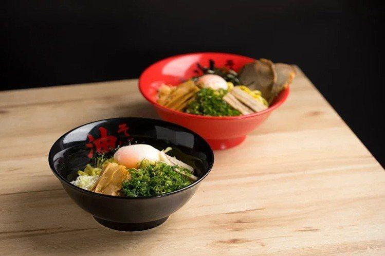 東京油組総本店的招牌醬油油麵、辣味味噌油麵,限時均一價200元。圖/頂呱呱提供