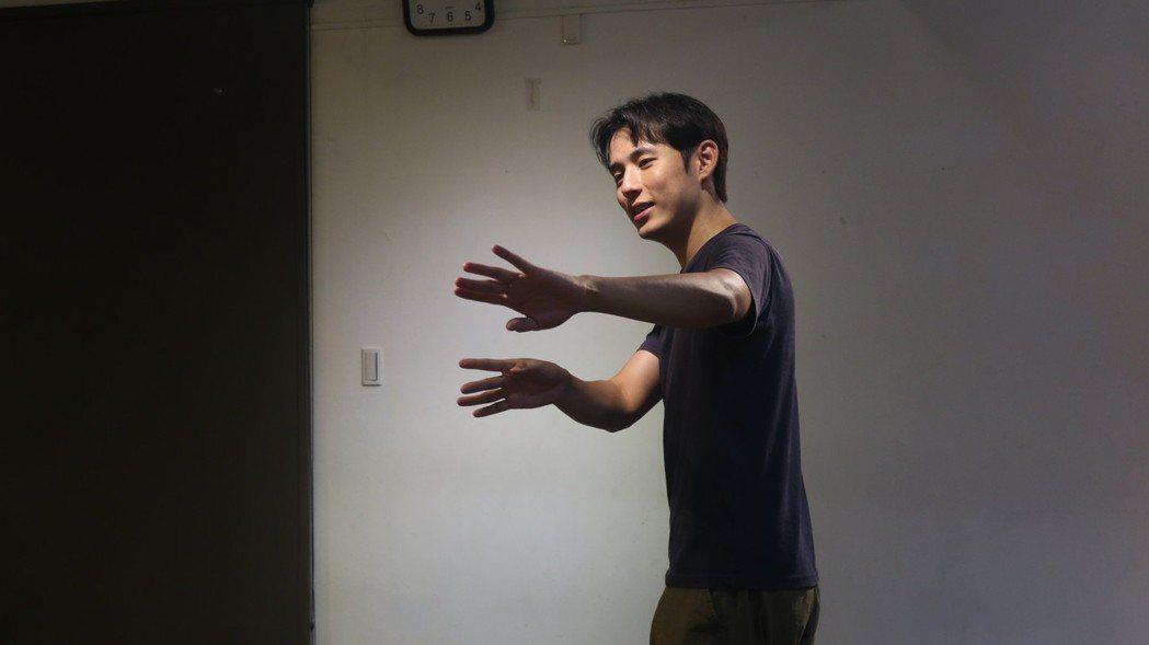 徐鈞浩回「植劇場2」上課勤練身段,感謝植劇場夥伴們帶來安全感。圖/拙八郎提供