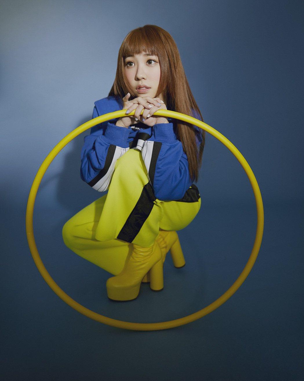 艾薇花費1年時間打造首張個人專輯「I」。圖/環球音樂提供