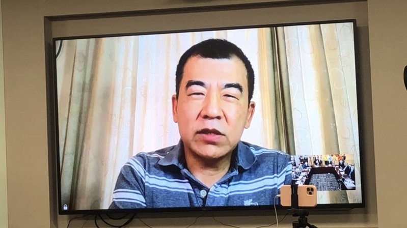 長榮777機長劉應隆今透過視訊吐露心聲,坦言隔離宛如永無止盡的夢魘,期間還遭逢父親病逝,經層層關卡才見到爸爸最後一面。記者曾健祐/攝影