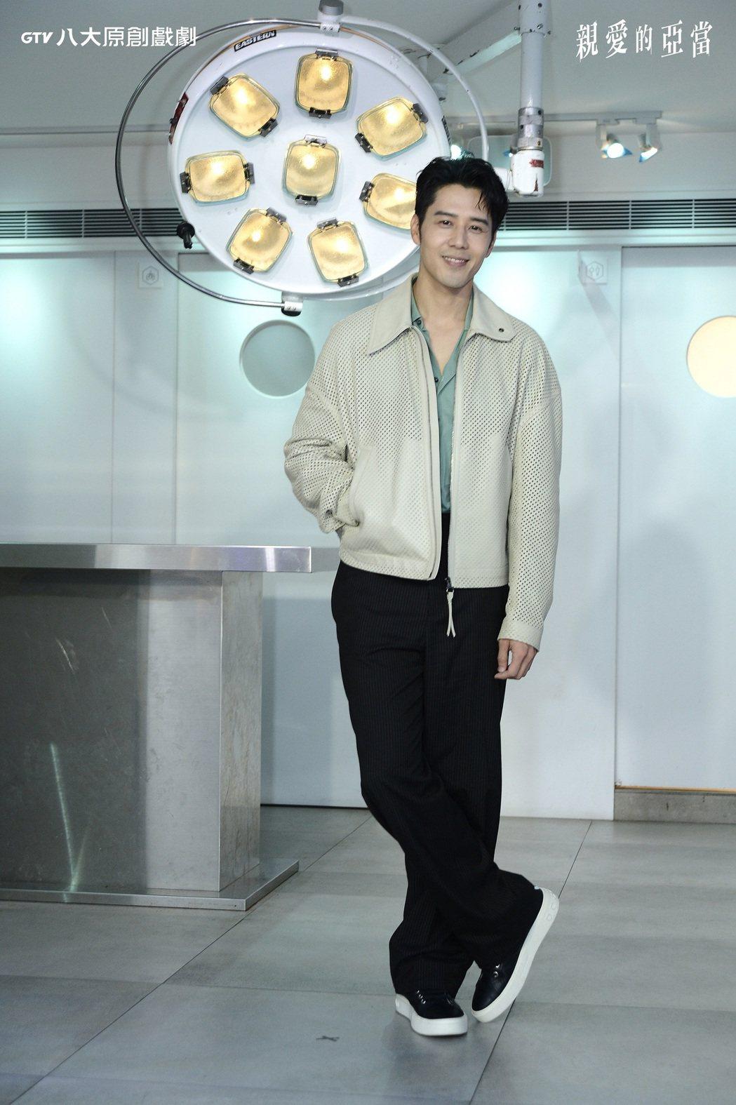胡宇威主演「親愛的亞當」,希望能克服對「深潛」的恐懼。。圖/八大電視提供