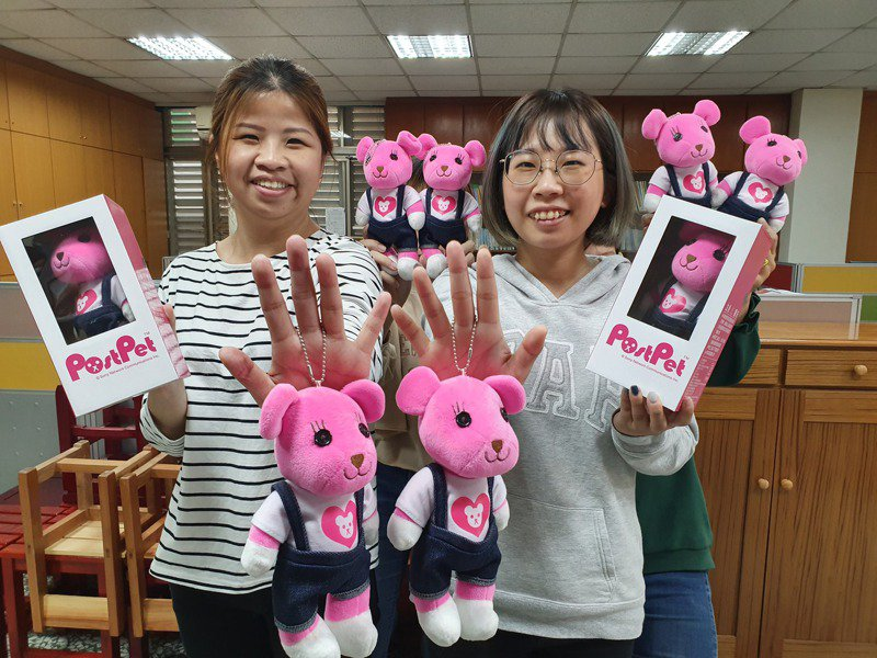 雲林家扶中心認養經費不足,推出可愛的熊有愛,只要捐300元就可獲贈,歡迎大家踴躍認捐。記者蔡維斌/攝影