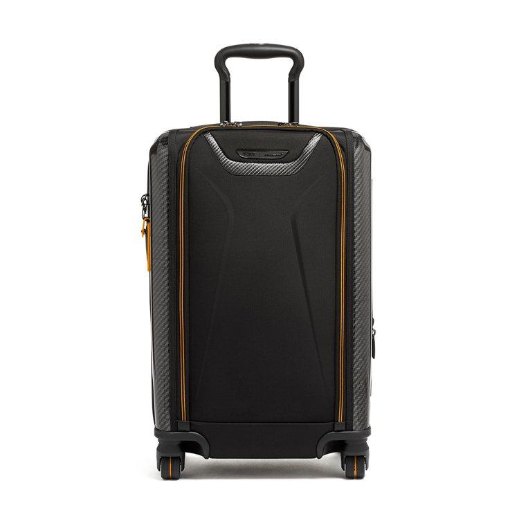 TUMI與麥拉倫聯名系列AERO旅行箱54,800元。圖/TUMI提供