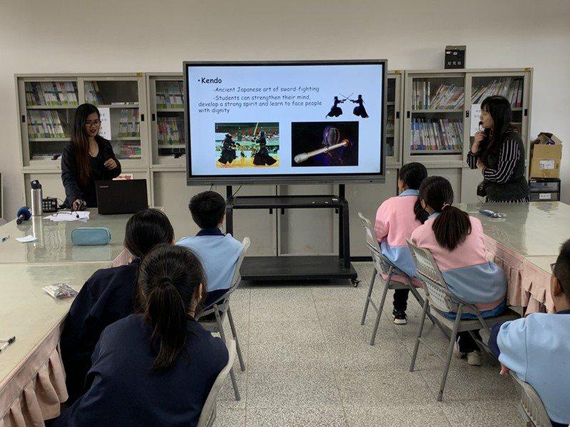 政府推動雙語國家,雙語師資是當務之急,但若仰賴外籍教師跟英文老師會走不遠,一定也要靠學科老師。記者趙宥寧/攝影