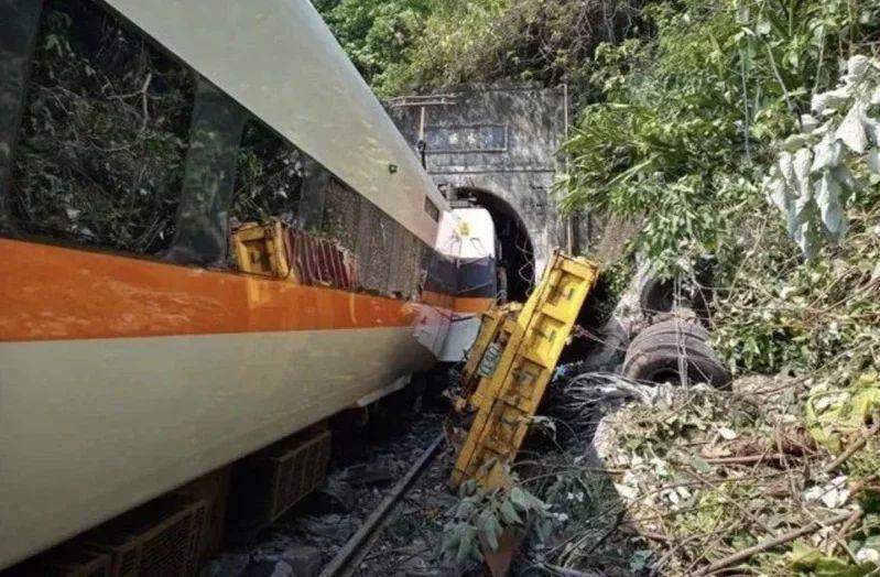 針對台鐵太魯閣事故,有網友詢問發現鐵軌障礙物的正確通報方式。圖/聯合報系資料照片