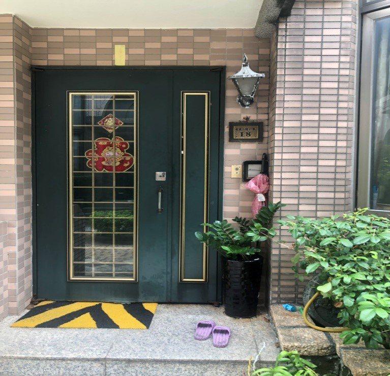 1棟靠近捷運綠線G09站的別墅「天地賞」今天第2拍,受多名買家搶標,最後以1631萬元拍定。圖/桃園分署提供