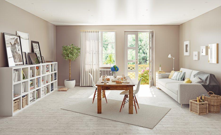 一名網友買房後相當煩惱要選擇全部裝潢還是使用現成家具,於是想問問網友們的建議,引...