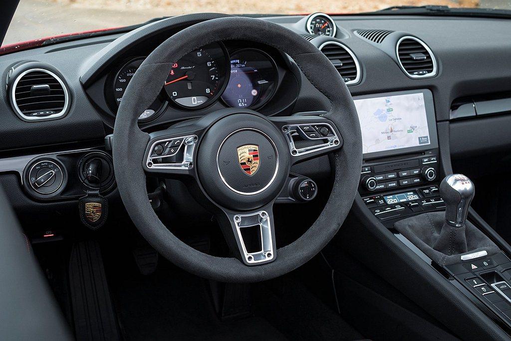 保時捷Boxster和Cayman兩款T車型,皆搭載六速手排變速箱、保時捷扭力分...