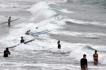海邊戲水的環境風險判讀:離岸流、潮汐與漲退潮