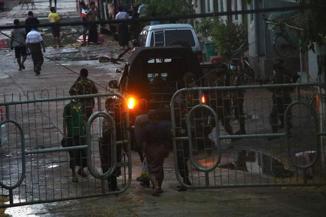 然而在各方醞釀集結的過程中,控制手法日益極端的緬甸軍政府,近日也放出大批軍警「鎮...