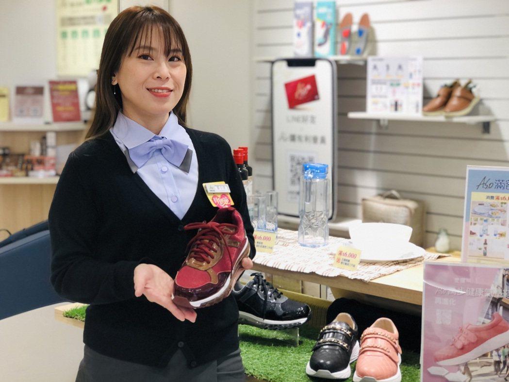足部保健達人葉小芳提醒,不同的運動場地的路面特性迥異,適用的鞋款也大不相同。阿瘦...