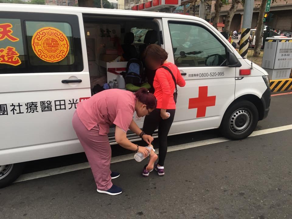 每年大甲媽遶境,光田綜合醫院都會派救護車隨行,如有不舒服,請記得向專業醫護團隊求...