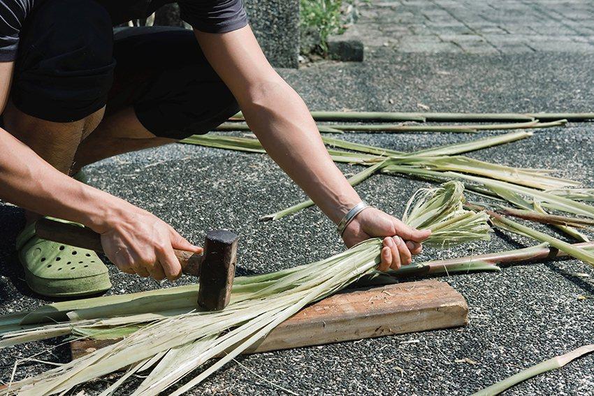 考古生活節體驗活動,介紹原始的植物纖維使用方式。 十三行博物館/提供