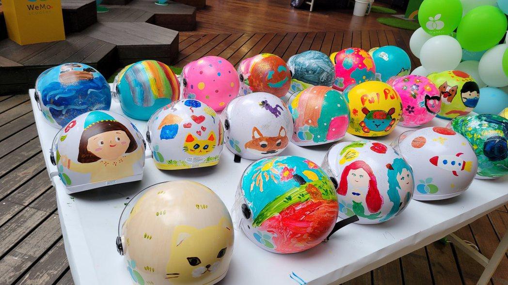 小朋友盡情將共享想像創意繪畫在安全帽與彩繪本上,感受一個富有教育意義的兒童節體驗...
