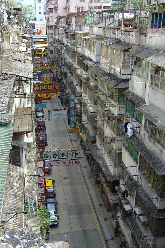 重建前的利東街,該區房屋型態多半為1950至1960年代成排連續的唐樓。 呂元祥...