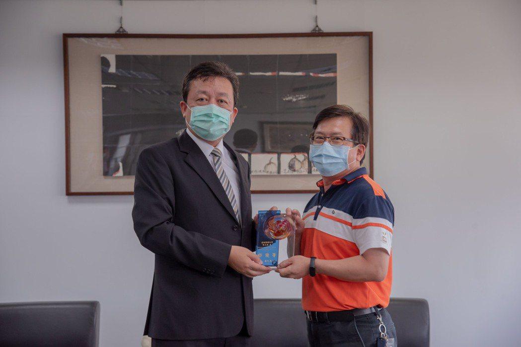 校安人員楊三諆榮獲109年大專校院績優賃居服務績優個人優等。 嘉藥/提供