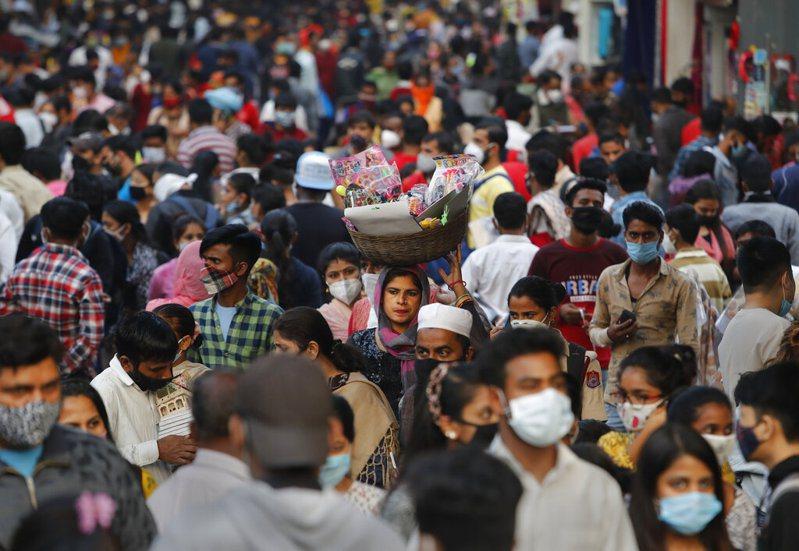 印度新增確診逾15萬例創新高,政府加緊接種疫苗抗疫。 美聯社
