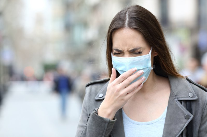 嘉義一名婦人,1年多前開始不斷劇烈咳嗽,近日到大林慈濟醫院胸腔內科就醫找到病因。示意圖/Ingimage