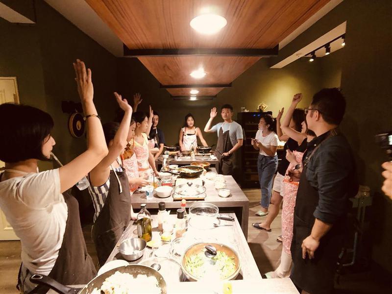▲跟著食物去旅行-廚藝實作團隊建立。(圖/Tripbaa趣吧!自由行專家)