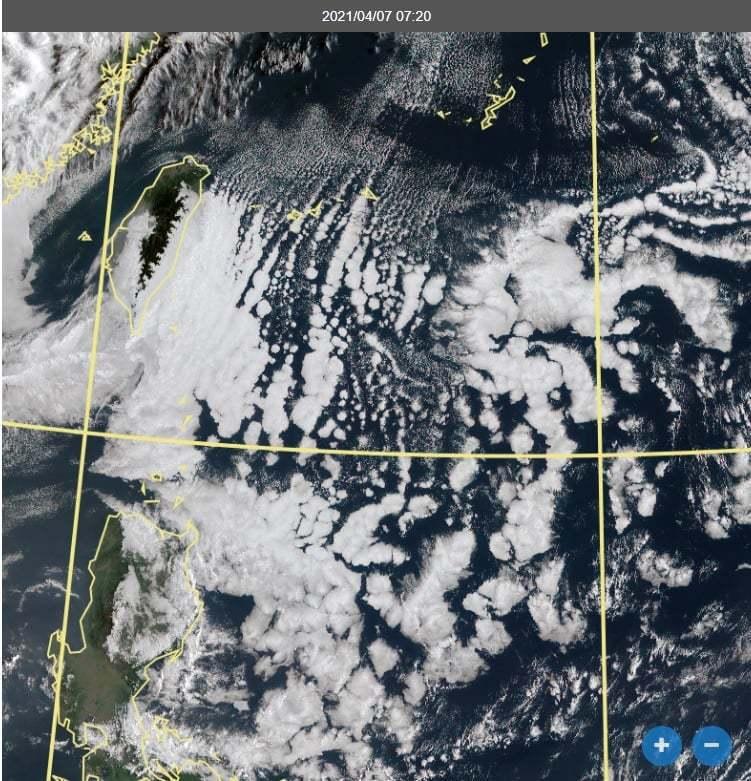 鄭明典PO出今天上午7時20分的衛星雲圖,「感覺海面上有許多珍珠」。圖/取自鄭明...