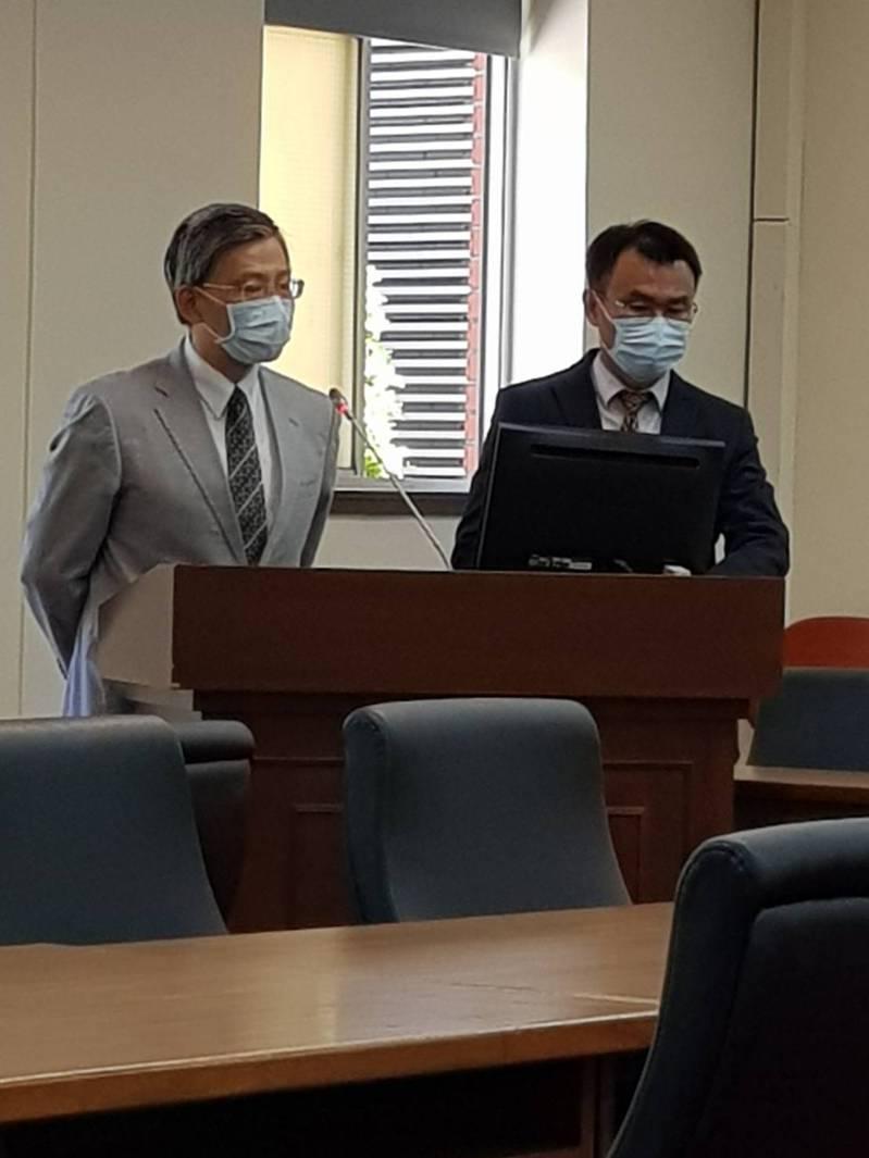 立法院經濟委員會邀請農委會主委陳吉仲(右),率台農發董事長洪忠修(左)進立法院報告。記者彭宣雅/攝影