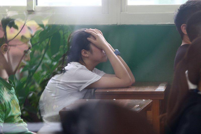 大學考招新制將在明年上路,申請入學將延後至5、6月,分科測驗(現行的指考)延後至7月底,學生及家長恐多得煎熬近一個月。圖/聯合報系資料照片