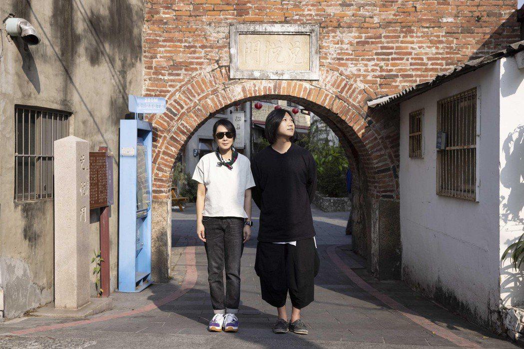 瑪莎(右)、劉若英在台南時想起兒時回憶。圖/相信音樂提供