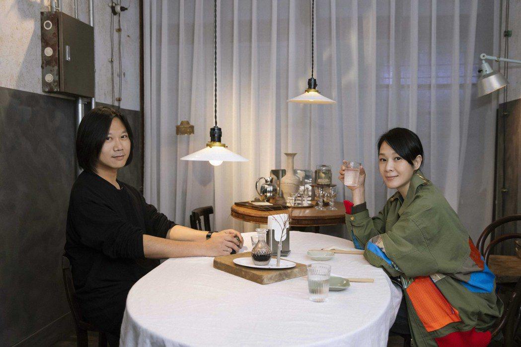 瑪莎(左)帶著劉若英吃遍台南。圖/相信音樂提供