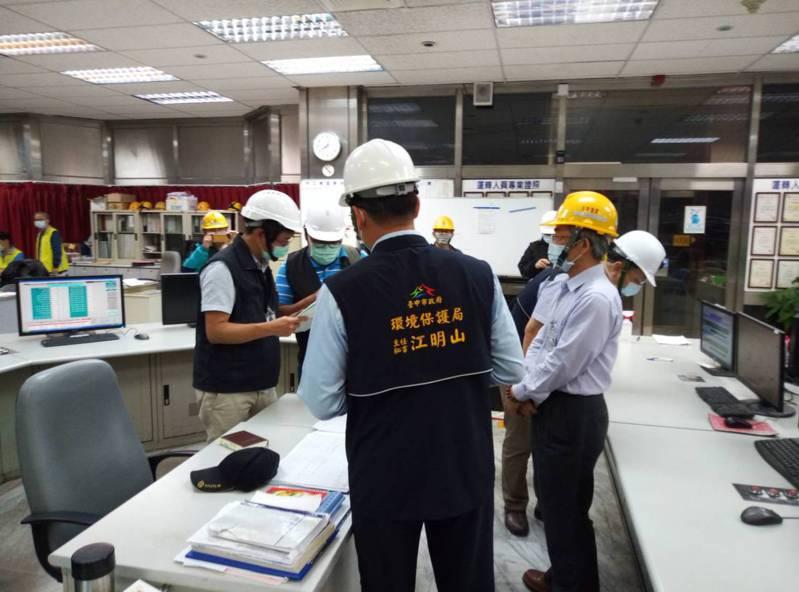 台中市環保局昨晚7時20分進廠稽查,發現中火3號機組已投入生煤進行發電。圖/台中市環保局提供