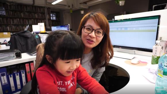 486團購提倡親子友善的工作環境,同仁遇突發狀況皆可放心帶小孩一起上班。 圖/4...