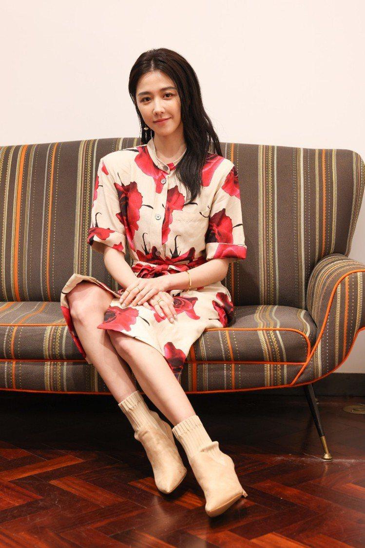 女星邵雨薇出席Paul Smith春夏系列上市活動,身穿本季玫瑰印花洋裝33,8...