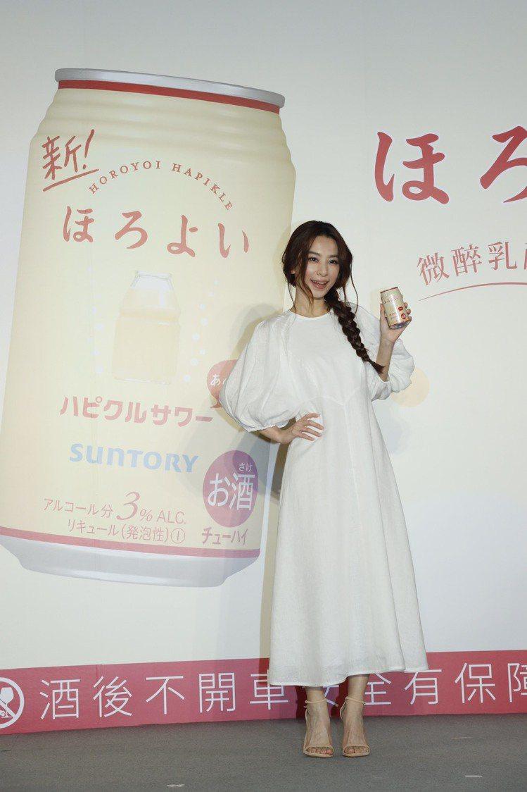 田馥甄為酒品連續代言9年,讚靠自己犒賞自己。記者李政龍/攝影